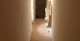 10 idées de décoration pour embellir un couloir sombre, étroit ou long