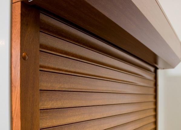 comment bien choisir la couleur de ses volets roulants. Black Bedroom Furniture Sets. Home Design Ideas