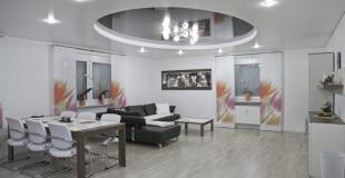 Faux-plafond suspendu ou tendu : 5 avantages et inconvénients
