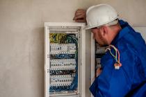 Pourquoi faut-il respecter les normes électriques dans une maison ?