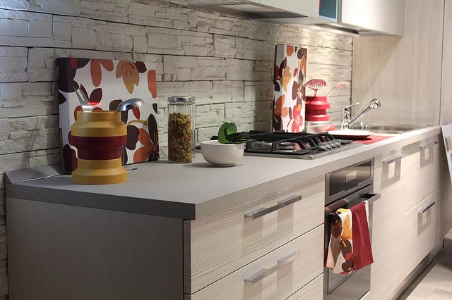 tiroirs dans une cuisine aménagée
