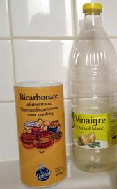 Bicarbonate de soude et vinaigre blanc idéal dans la lessive